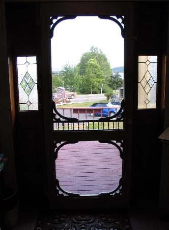 Lynwood Inn: The original front door facing the lake
