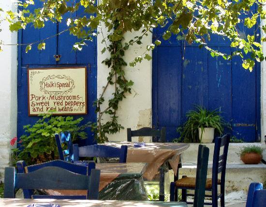 Naxos, Griechenland: A taverna in Chalki