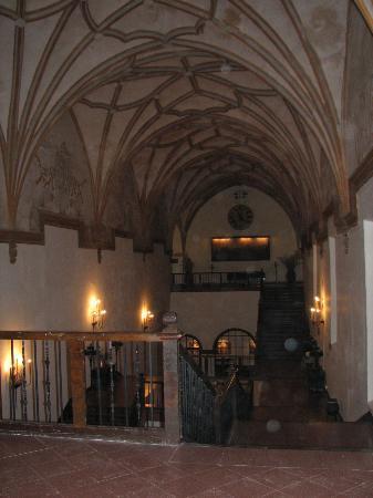 Hotel Monasterio de Piedra & Spa: monastery hallways