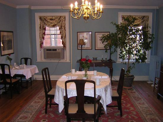 The Dinsmore House Bed & Breakfast: Dining Room - main building