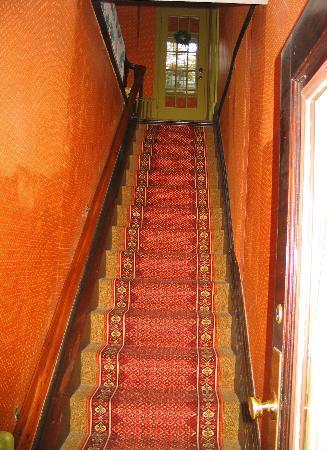 Duchess Of Kent Inn: Steep staircase to 2nd floor