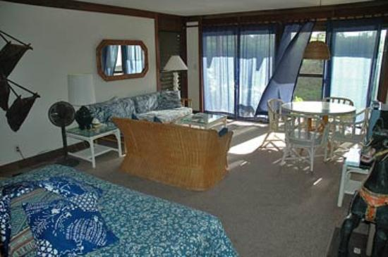 Garden Isle Cottages: livingroom