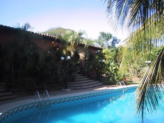 Suites La Hacienda: Another view of the pool