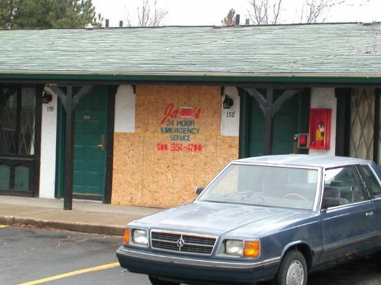 Knights Inn Madison Heights: Neighboring Room -- boarded up