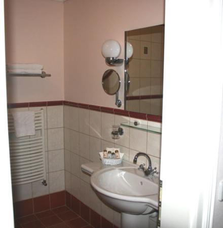 Boutique Hotel Seven Days : Part of bathroom