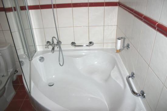 Boutique Hotel Seven Days : Corner bath