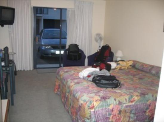 Phoenix Motor Inn: our room