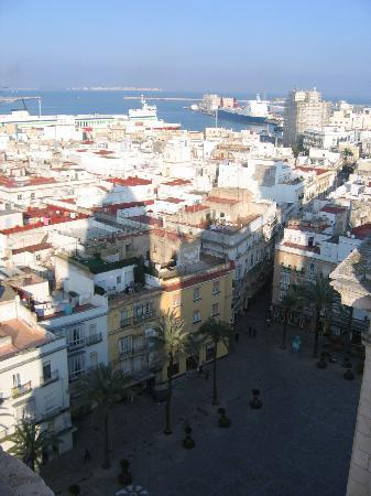 Hostal Canalejas: Cathedral view, tip of shadow of the left tower is where the hostal is located