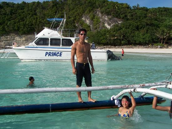 Bura-akay Nature Resort: Swimming with friends at Diniwid Beach
