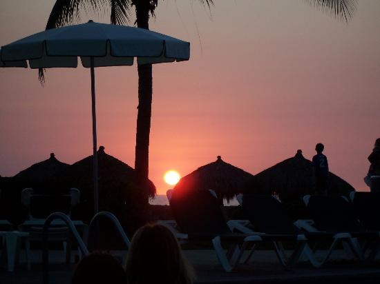 Sea Garden Nuevo Vallarta: Sunset From Pool Bar