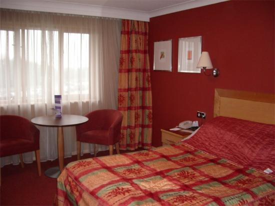 Holiday Inn A55 - Chester (West): Our room - unfortunately i can't make the make the bed as good as the staff!