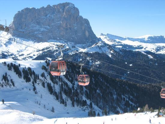 Selva di Val Gardena, Italia: A view from the gondola in Selva, Val Gardena, Italy