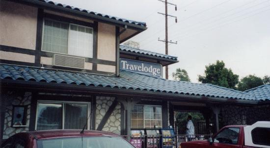 Travelodge of Santa Clarita: Hotel's exterior.