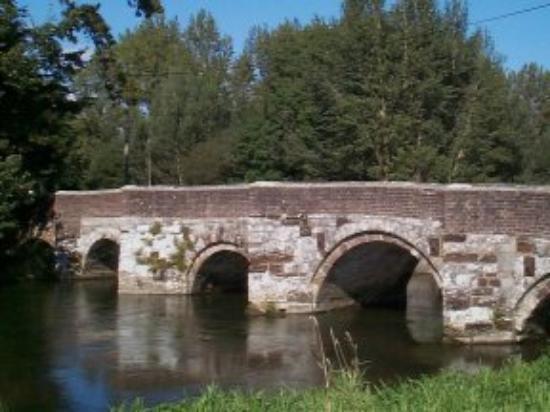 Holmebridge House: The Holme bridge