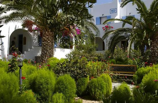 Pension Sofia: ...jungle in Paros