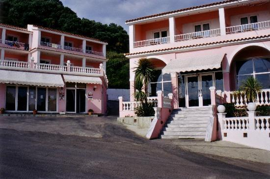 the main entrance to the Pink Palace