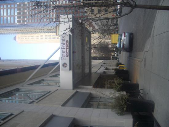 AC Hotel Chicago Downtown: entrance