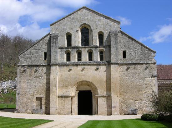 Abbaye de Fontenay: front of the church