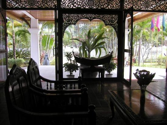 Chitchareune Mouang Luang Hotel: Hotel Lobby