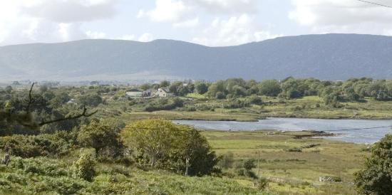 County Galway, Ierland: View of Rosmuc from church