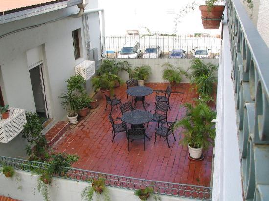 Hotel Melia Ponce: Lower patio