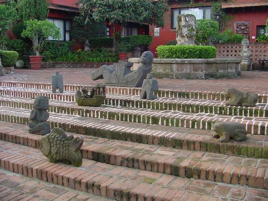 Villa Montana Hotel & Spa: 213 Morelia Villa Montana Statues