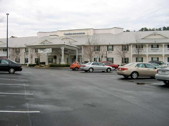 Comfort Inn & Suite Birmingham - Hoover: A bit difficult to find, but find it we did.