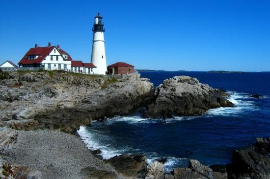 PineCrest Inn: Light House in Maine