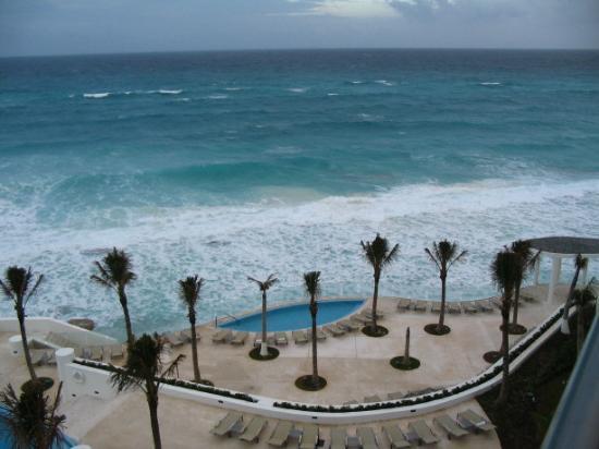 Le Blanc Spa Resort: No beach