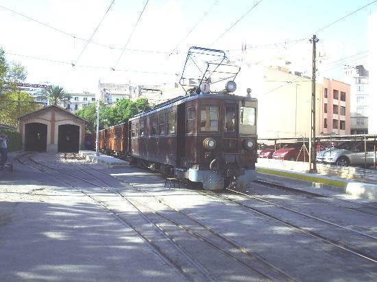 Sóller, España: Our train ready to leave Palma.