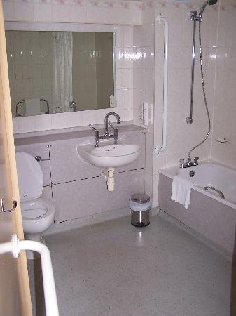 Holiday Inn A55 - Chester (West): Bathroom
