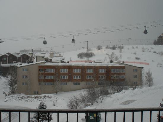 Ski Inn Condominiums: View out of our Ski Inn balcony