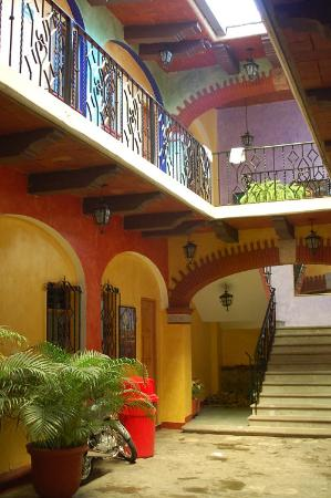 Hotel Anua Oaxaca: Rooms around the second, smaller courtyard, ground and top floor
