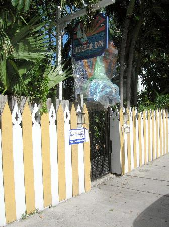 Key West Harbor Inn: Inn from the street