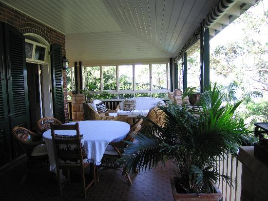 Lofthouse Bed and Breakfast: breakfast on the balcony