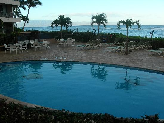 Hololani Resort: The Hololani pool with the ocean as a backdrop