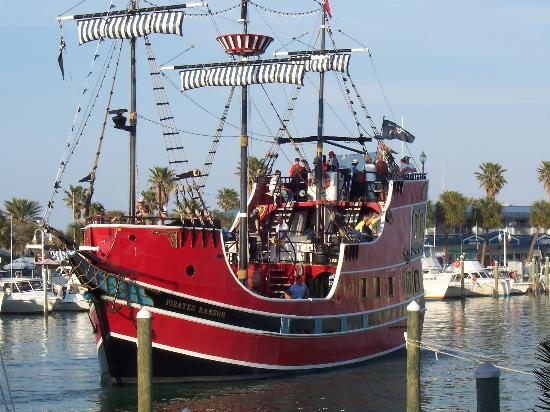 Sea Captain Resort on the Bay: Pirate Ship