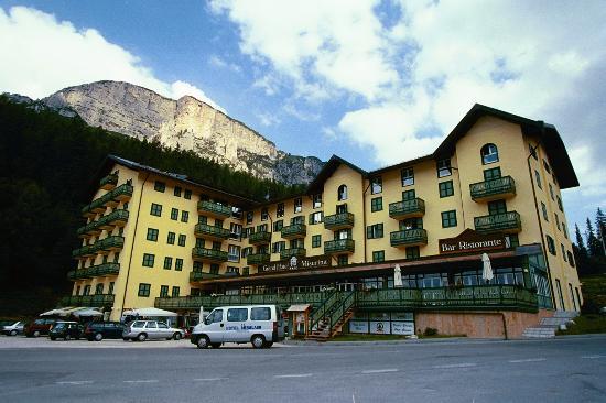Grand Hotel Misurina: View of the hotel