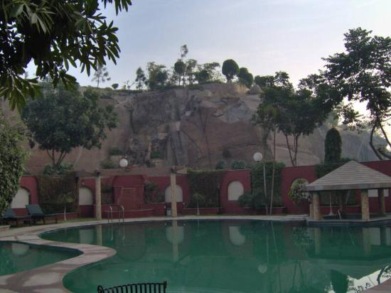 Hillview Hotel: Pool