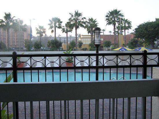 Howard Johnson Anaheim Hotel and Water Playground: vier from building 4