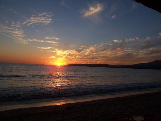 Villa Bella Bed and Breakfast Inn: Sunset from Bucereus