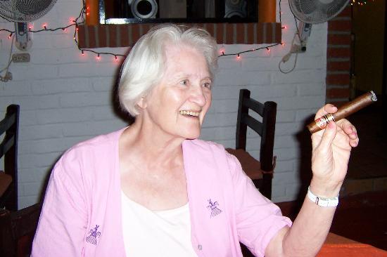 Villa Bella Bed and Breakfast Inn: Mother's first Cuban!