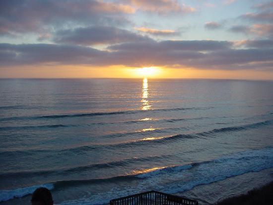 Wave Crest Resort: Picnic at Sunset