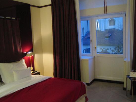Maximilian Hotel: Room 206