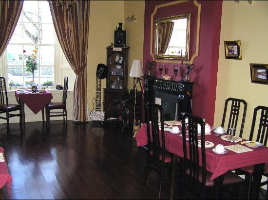The Boulevard Guesthouse: a portion of the dining area