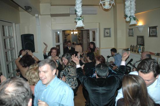 Celal Sultan Hotel: dancing2