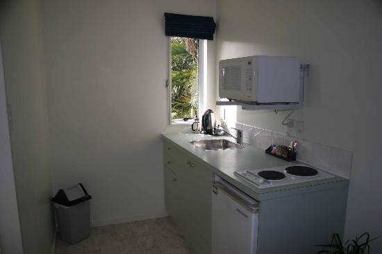 Gables Motor Lodge : kitchen