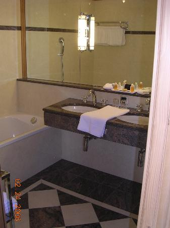 Grand Hotel Kronenhof: Heated tile floors