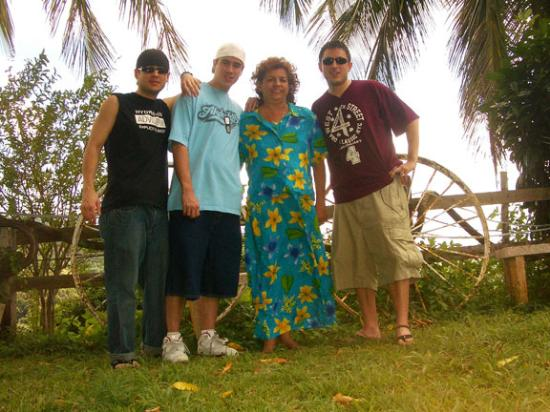 La Paloma Guest House: Us with Nilda (3rd) before leaving.