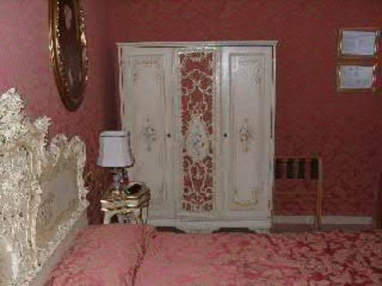 Hotel Santo Stefano: The bedroom